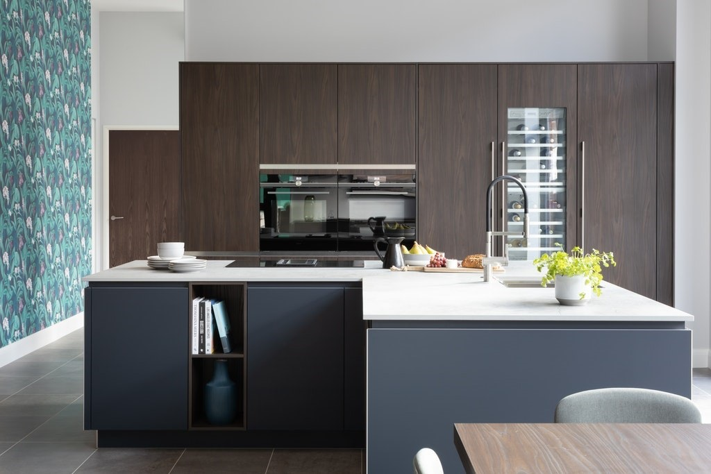 Modern Bright Kitchen With Wood Finish